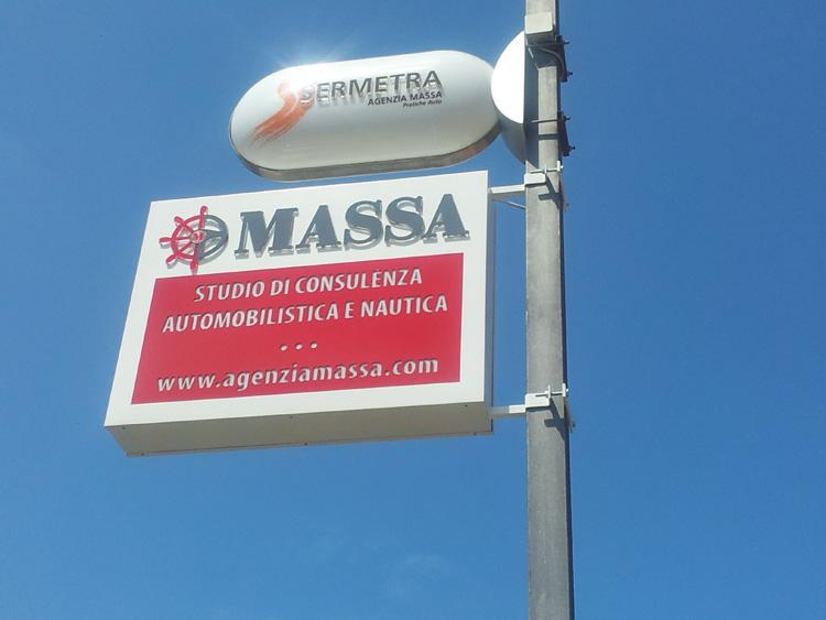 insegne a bandiera - agenzia massa