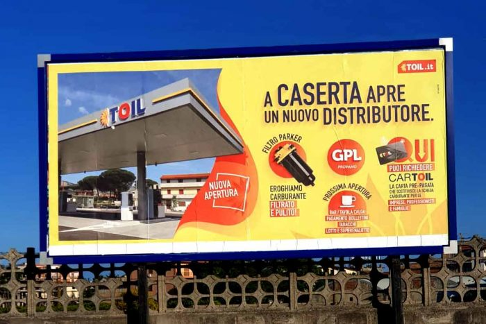 campagna-affissione-toil-ateacme